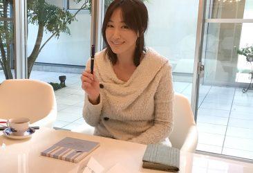 「万年筆で書くメッセージリレー」動画に 女優 高島礼子さんが登場! 今年を振り返り、何をメッセージに綴るのか?
