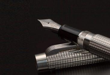 創業 100 周年記念万年筆 2 モデルを 世界限定発売。